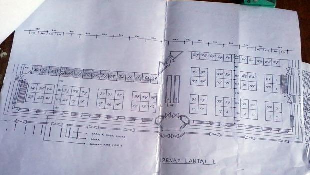 Arsip di UPTD Pasar Murakata ini mengkonfirmasi cetak biru bahwa bangunannya terdiri 2 lantai